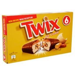 Crème glacée au caramel et éclats de biscuits avec e...