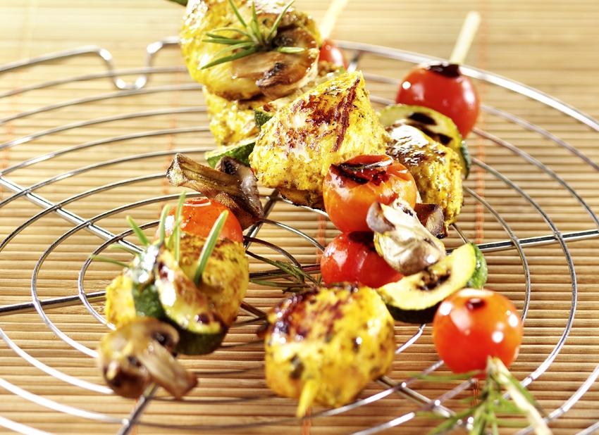 Brochettes de poulet mariné aux légumes