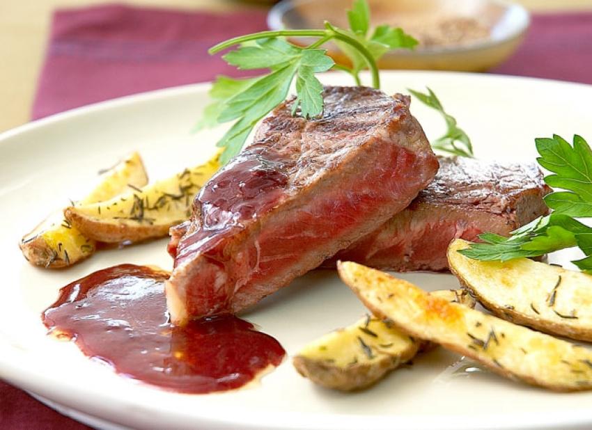 Entrecôte grillée, sauce au vin rouge