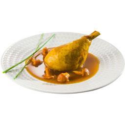 Poularde sauce au Coteaux du Layon et girolles