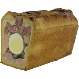 Pâté en croûte de Pâques médaillon d'œuf et cornichons