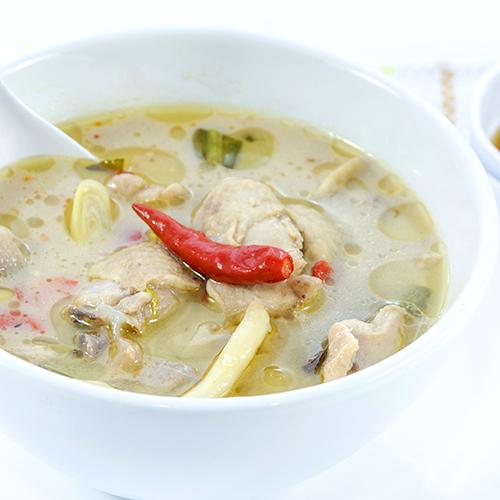 Soupe thaï au lait de coco et émincé de poulet