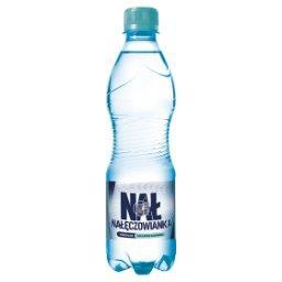 Naturalna woda mineralna delikatnie gazowana